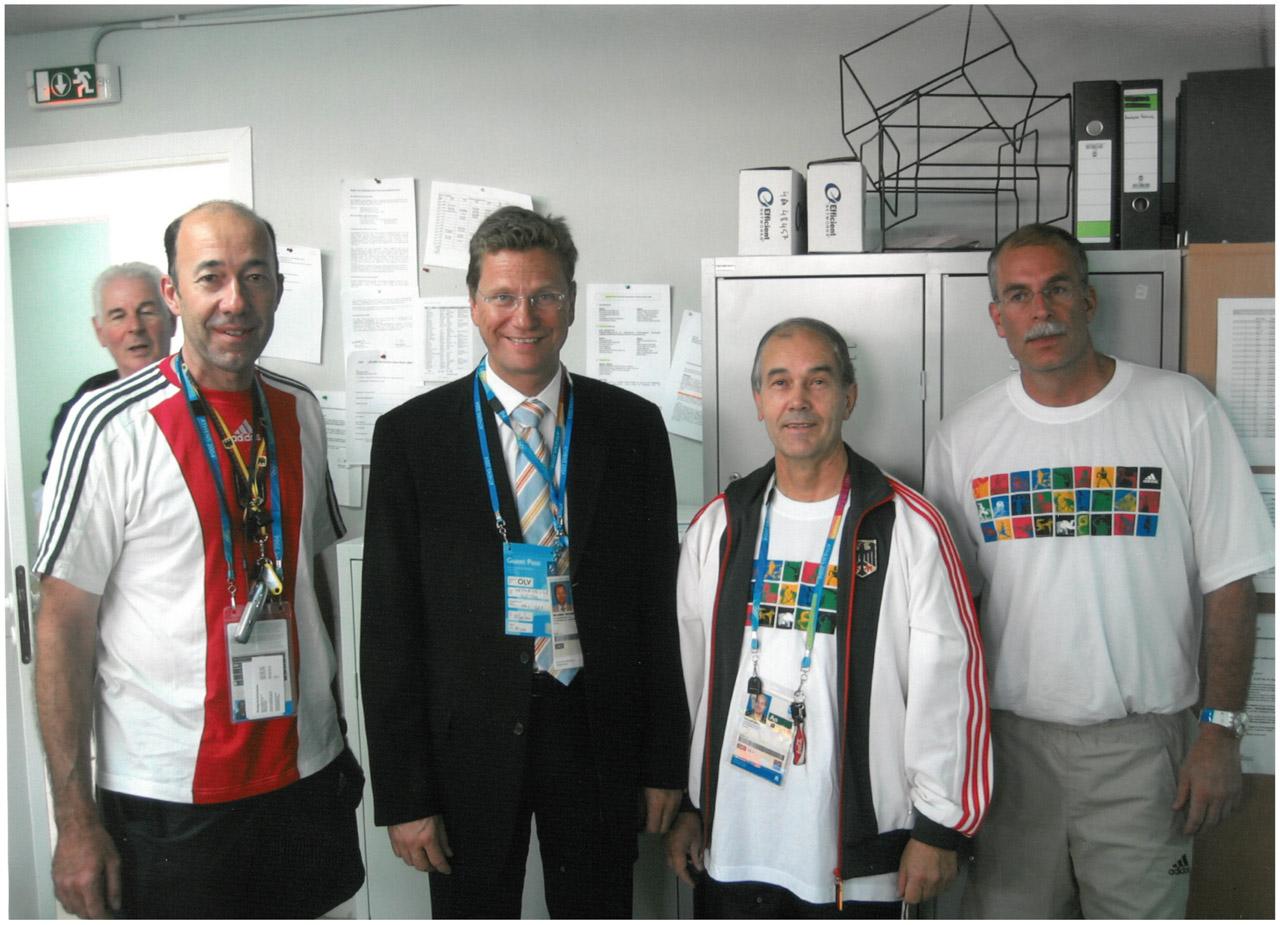 2004 Besuch Guido Weterwelle im olympischen Dorf